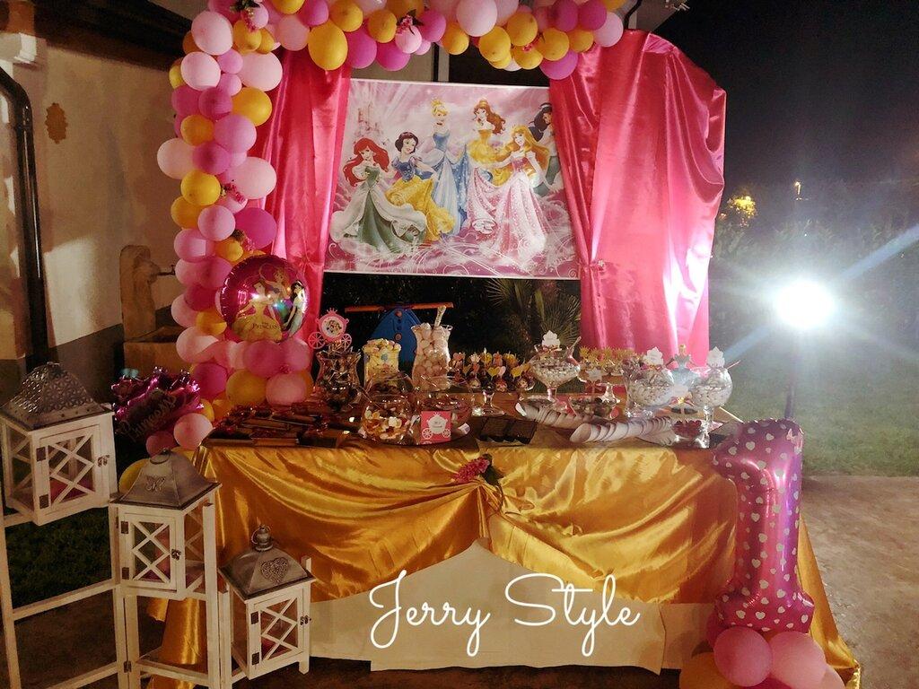 Festa tema principesse coni con corona segnagusto confettata palette carrozza