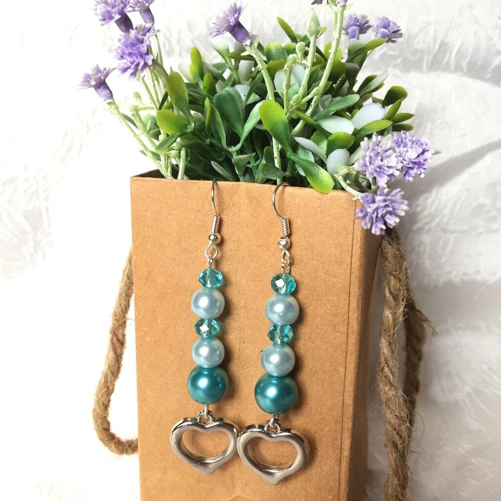 Orecchini con perle e cristalli azzurro e turchese e ciondolo a cuore