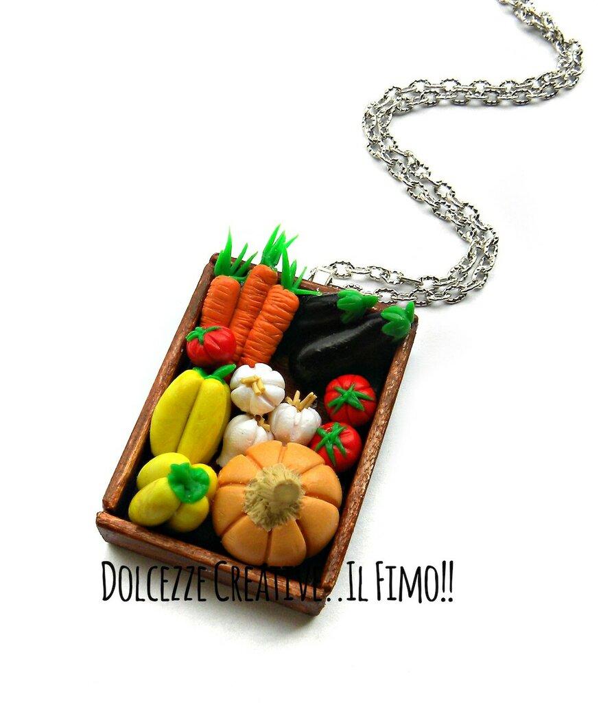 Collana Cassetta Verdure: Zucca, melanzane, aglio, peperoni, pomodori e carote - idea regalo handmade ortaggi handmade kawaii