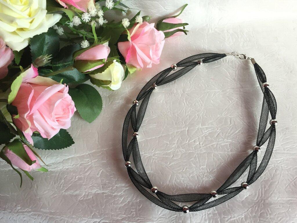 Girocollo con micro rete tubolare nera e perle in acciaio