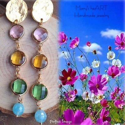 Orecchini pendenti con perni in zama, cristalli multicolori e pietre dure (agate) azzurre