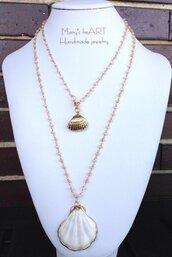 Collana lunga a rosario con micro cristalli e conchiglie vere dorate