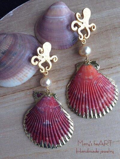 Orecchini pendenti con perni in zama a polipo, conchiglie vere e perle coltivate