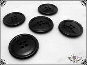 5 grandi bottoni mm.27, in poliestere lucido,  colore nero, attaccatura a 4 fori