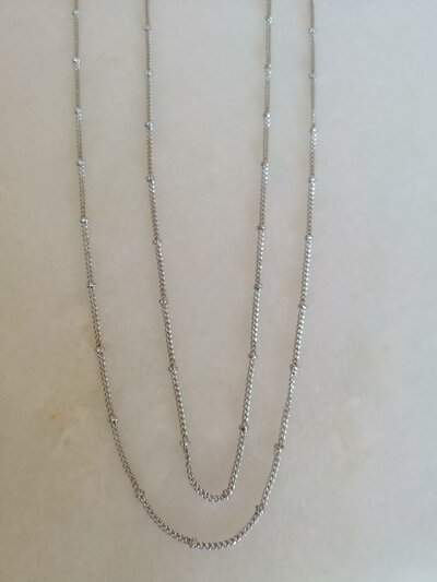Catenina in acciaio formata da catenella e perline,