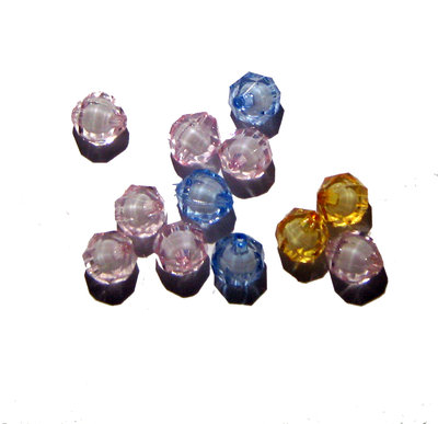 12x bead OVALE sfaccettato plastica con interno bianco