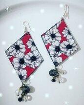 Orecchini decoupage fiori perline nere. Floreali.