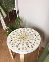 Tavolino di legno dipinto a mano con mandala