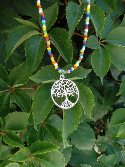 Collana  ciondolo albero della vita e perline colorate