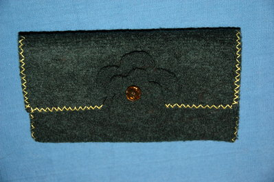 Portafogli e portacellulare di lana cotta verde