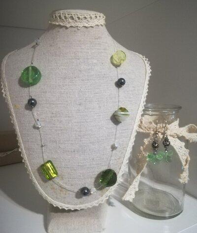 Completo collana orecchini verde Farfalla. Pietre dure cristalli. Leggera elegante Idea regalo donna