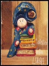MAGO LIBRAIO - in legno di cirmolo scolpito e decorato a mano