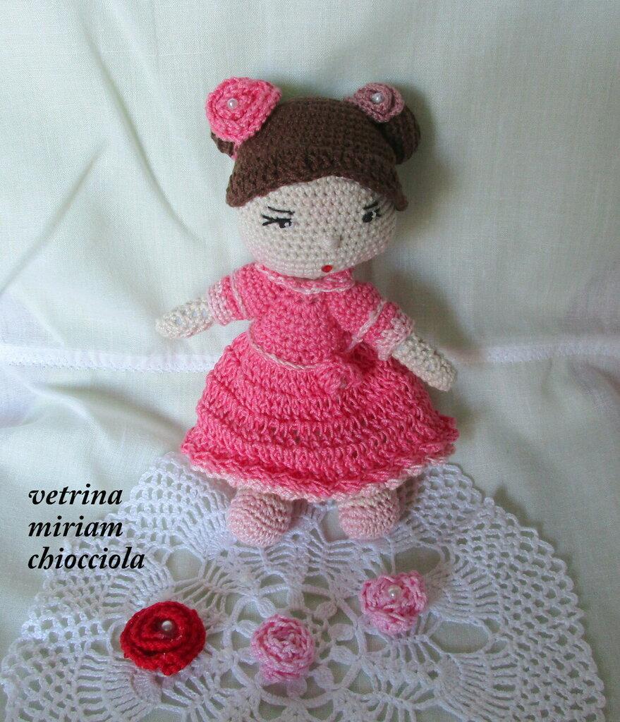 Bambolina graziosa con vestitino rosa (Amigurumi)