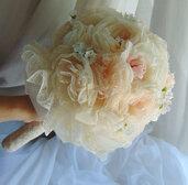 Bouquet di fiori rosa e champagne e strass