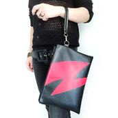 Pochette con polsino in ecopelle nera, dedicata a Bowie