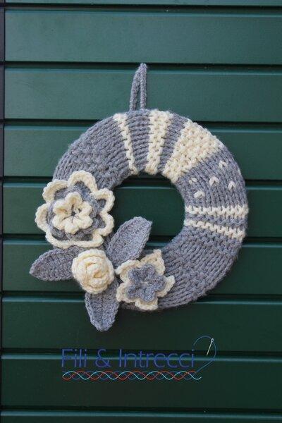 Coccarda fuoriporta fatta a mano / Decorazione parete in lana