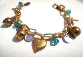 Bracciale dorato cuore croce, charms azzurre Swarovski.