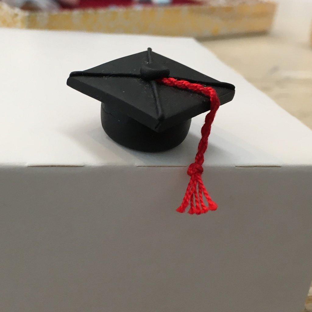 Cappellino Laurea interamente realizzato a mano in pasta FIMO ideale per decorare le vostre bomboniere