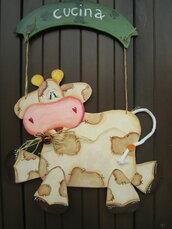 Simpaticissima mucca in legno