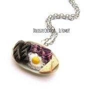 Collana Vassoio colazione americana: uova, salsicce, bacon, pancetta, pane tostato - idea regalo kawaii handmade - fake food