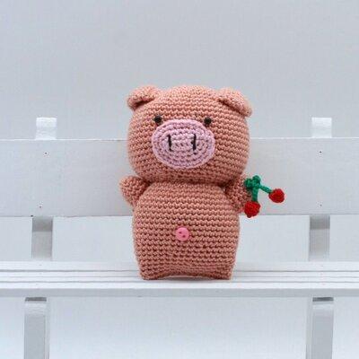 Maiale amigurumi goloso con ciliegie fatto a mano all'uncinetto