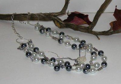 collana perle bianche e grigie