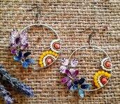 Orecchini a cerchio Gioielli di smalto con fiore, farfalla e perline