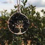 Collana con ciondolo albero della vita realizzato con la tecnica wire con filo di rame argentato e pietre dure di ossidiana nera