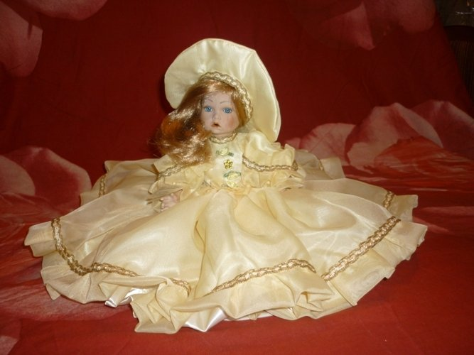 Bambola lucrezia in porcellana
