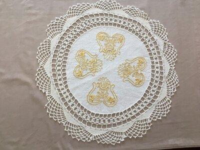 centrino rotondo con bordo crochet