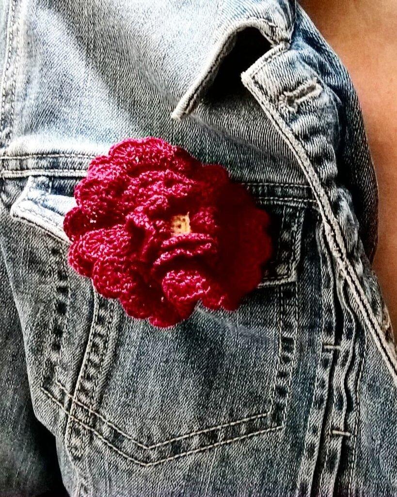 Spilla per abiti Fiorefermaglio (colore rosso scuro)