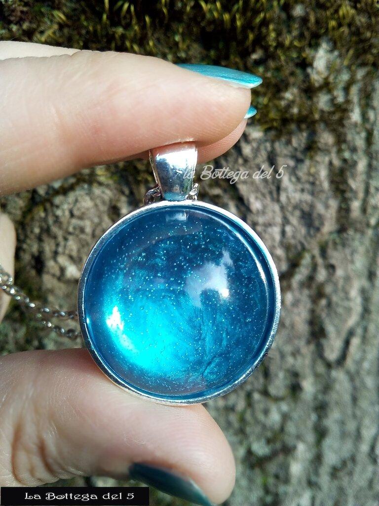 Ciondolo in resina azzurro mare