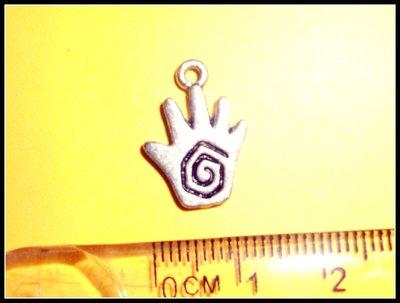 5 ciondoli a forma di mano