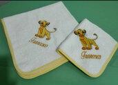 Quadrato e asciugamano in spugna personalizzata con ricamo del re leone.