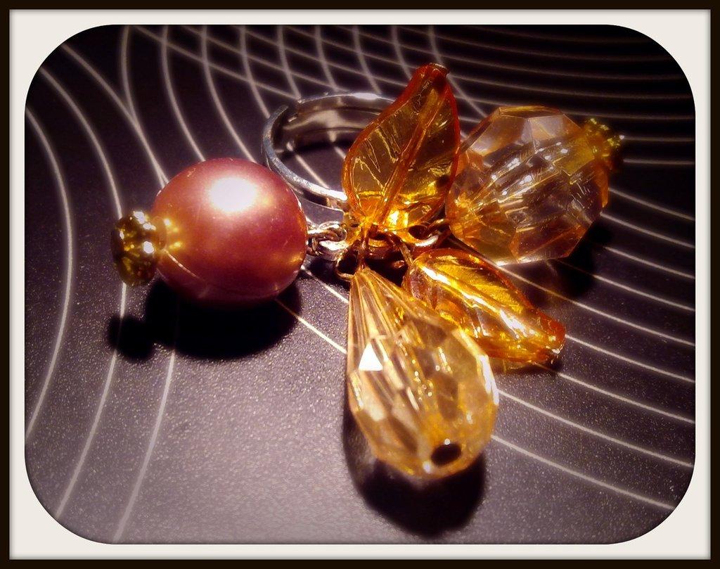 Anello con perle trasparenti
