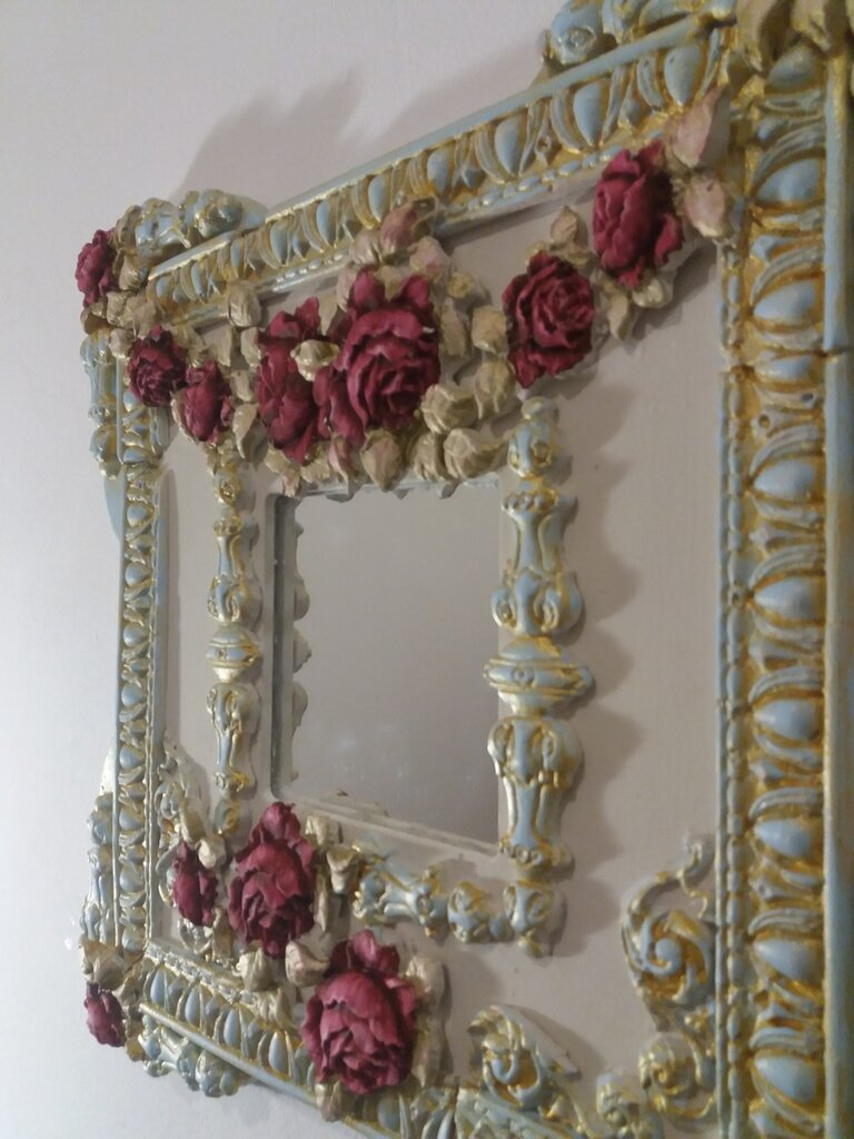 specchio decorativo con rose