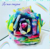 Rosa  arcobaleno di carta dipinta