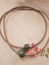 Collana  modulabile in caucciù con perle in ceramica greca e rifiniture in alluminio