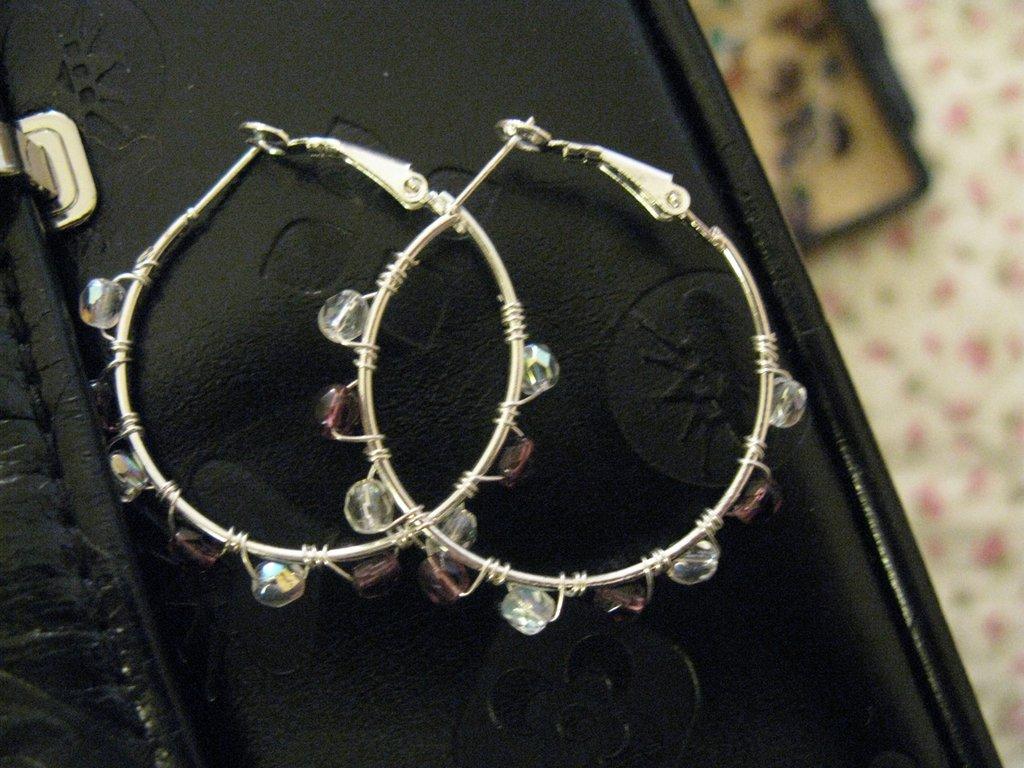 orecchini a cerchio con semicristalli
