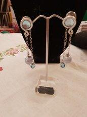 Orecchini a lobo con perle in ceramica, swarovski, catena in acciaio e alluminio