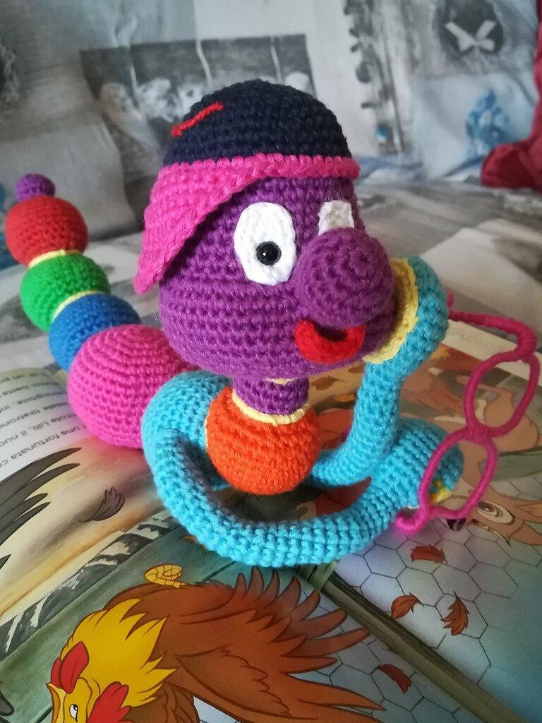 The book's caterpillar Wise § Il bruco del libro Saggio § Hand Knited (Crochet) Toys