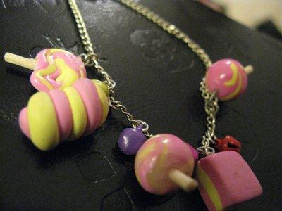 Bracciale con charms rosa in fimo