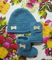 Stivaletti  e cappellino, scarpette e berretto,   crochet neonato bebè  lana