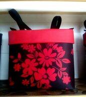 Borsa fatta a mano, fantasia a fiori rossa e nera