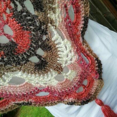 sconto speciale di ottimi prezzi grandi affari sulla moda scialle baktus in lana con lurex uncinetto punto virus toni dal panna  salmone orchidea marrone