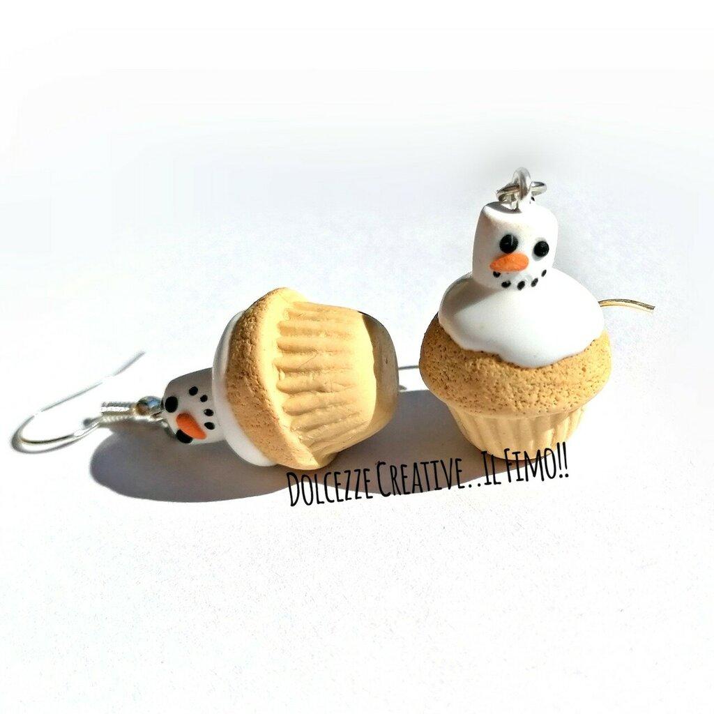 NATALE IN DOLCEZZE Orecchini - Cupcake - muffin con pupazzo di neve sciolto - marshmallow - idea regalo kawaii
