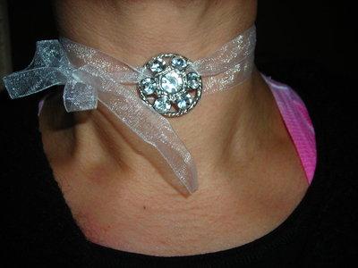 collana bianca con strass
