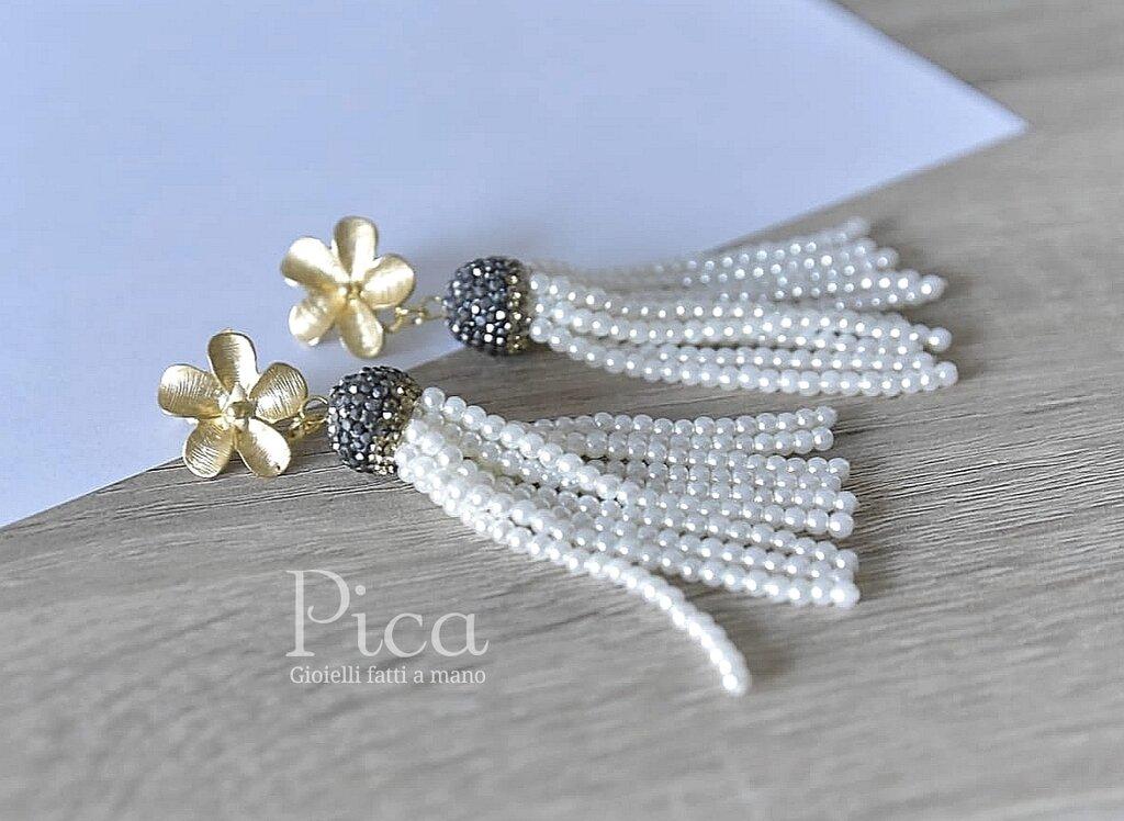 Eleganti orecchini bianchi/Orecchini con nappa e perline/Orecchini alla moda
