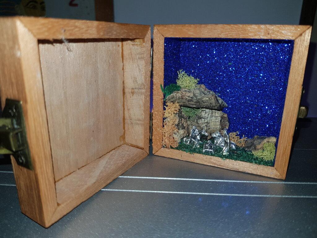 Presepe in scatola pirografata san Pio