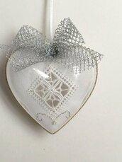 Palla di Natale ricamata a mano, cuore bianco a Reticello, addobbo per albero